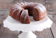 巧克力和红葡萄酒圆环蛋糕 免版税图库摄影