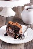 巧克力和红葡萄酒圆环蛋糕 免版税库存图片