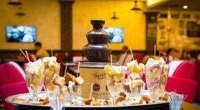 巧克力喷泉用果子 免版税库存图片