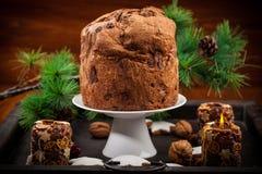 巧克力圣诞节的意大利节日糕点蛋糕 免版税库存照片