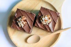 巧克力在木板材和匙子的杏仁果仁巧克力 库存照片
