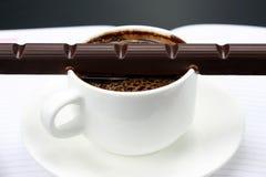 巧克力在白热杯熔化了用无奶咖啡 免版税库存图片