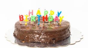 巧克力在银色盘子的生日快乐蛋糕往白色 免版税库存图片