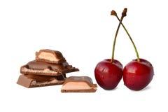 巧克力块片用樱桃 库存图片