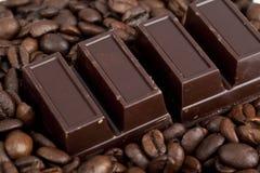 巧克力块用咖啡 免版税库存照片