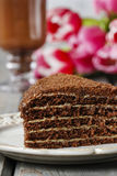 巧克力夹心蛋糕和浓咖啡片断  免版税图库摄影