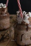 巧克力奶昔用蛋白软糖 巧克力点心 木 库存照片