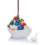 巧克力奶油色可口冰倾吐冠上了 免版税库存照片