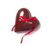 巧克力心脏和红色riibbon 免版税图库摄影