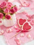 巧克力心脏棒棒糖 免版税库存照片