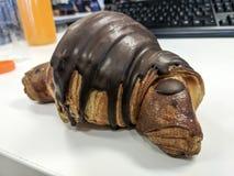 巧克力新月形面包 免版税库存图片