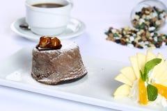巧克力方旦糖熔岩蛋糕 库存照片