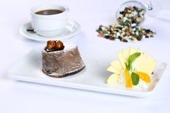 巧克力方旦糖熔岩蛋糕 图库摄影