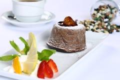 巧克力方旦糖熔岩蛋糕 免版税库存照片