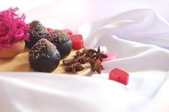 巧克力杯子蛋糕为情人节 免版税图库摄影