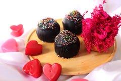 巧克力杯子蛋糕为情人节 免版税库存照片