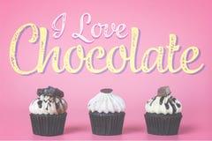巧克力杯形蛋糕我爱在桃红色的巧克力概念 图库摄影