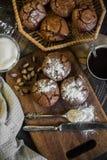 巧克力杯形蛋糕用开心果 免版税库存图片