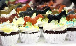 巧克力杯形蛋糕装饰了马 免版税图库摄影