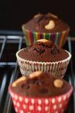 巧克力杯形蛋糕wth叉子 免版税库存图片