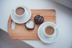 巧克力杯形蛋糕wth叉子 库存图片