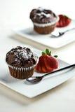 巧克力松饼用草莓 库存照片