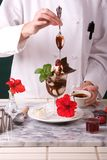 巧克力极端圣代冰淇淋 免版税库存图片