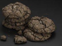 巧克力果仁巧克力曲奇饼 免版税库存图片