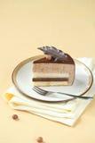 巧克力榛子奶油甜点蛋糕片断  免版税库存图片