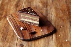 巧克力榛子奶油甜点蛋糕 免版税图库摄影