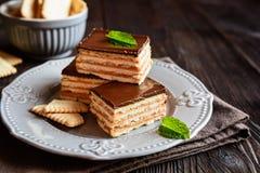 巧克力焦糖薄脆饼干酒吧 免版税库存图片