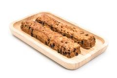 巧克力片与木板材的棍子面包在白色背景 库存图片