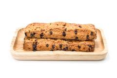 巧克力片与木板材的棍子面包在白色背景 图库摄影