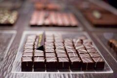 巧克力片摆正了 免版税库存图片