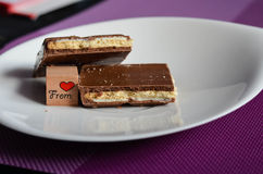 巧克力片断从心脏的 库存图片