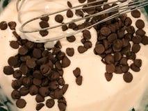 巧克力片烤饼糊 免版税库存照片