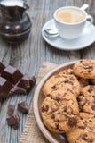 巧克力片coockies用咖啡 免版税图库摄影