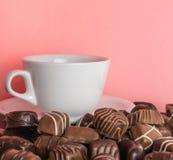 巧克力甜点桃红色背景 免版税库存图片