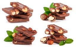 巧克力用榛子和薄菏在白色背景生叶隔绝 集合或汇集 免版税库存照片