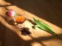 巧克力科涅克白兰地花 免版税库存照片