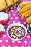 热的champorado或甜巧克力米粥 图库摄影
