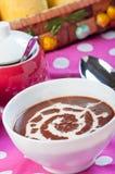 热的champorado或甜巧克力米粥 免版税库存图片