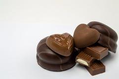 巧克力糖在巧克力的巧克力蛋白软糖在白色背景孤立 免版税库存照片