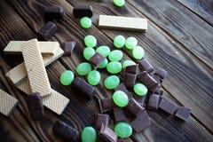 巧克力糖薄酥饼和测量的磁带 库存照片