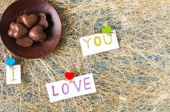 巧克力糖 我爱你 在视图之上 平的位置 库存图片