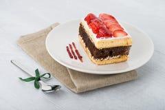 巧克力草莓蛋糕 库存照片