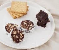 巧克力蒜味咸腊肠 免版税库存照片