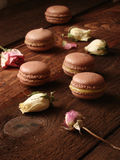 巧克力蛋白杏仁饼干用柠檬酱 免版税图库摄影