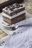 巧克力蛋糕。musse和尚蒂伊奶油 免版税库存照片