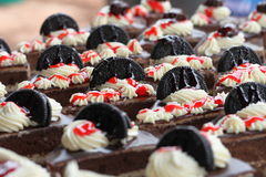 巧克力蛋糕和曲奇饼 免版税库存图片